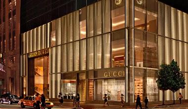 a52393e3fd3b8 A GUCCI inaugurou sua primeira loja no Brasil no final deste mesmo ano, no  Shopping Iguatemi em São Paulo. A loja abriu as portas em 30 de novembro  contando ...