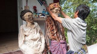 Beberapa Tradisi yang Ekstrim dan Unik di Indonesia