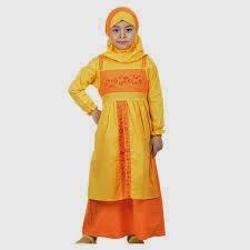anak kecil cantik memakai busana muslim