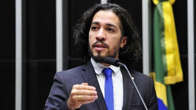 BR sendo BR! Jean Wyllys consegue reeleição para deputado federal no RJ