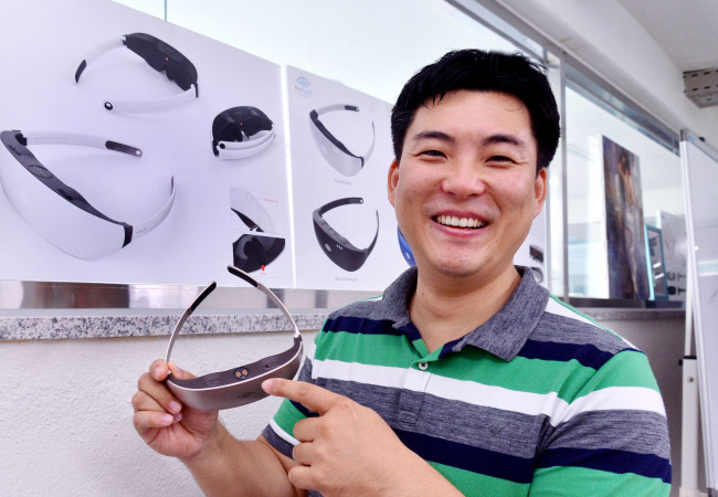 Tinuku.com Nu Eyne develops eye wearable to heal dry eye syndrome
