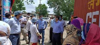 प्रमुख सचिव श्री संजय शुक्ल ने मालीपुरा एवं ग्राम चंदेसरी में किल करोना अभियान का निरीक्षण किया