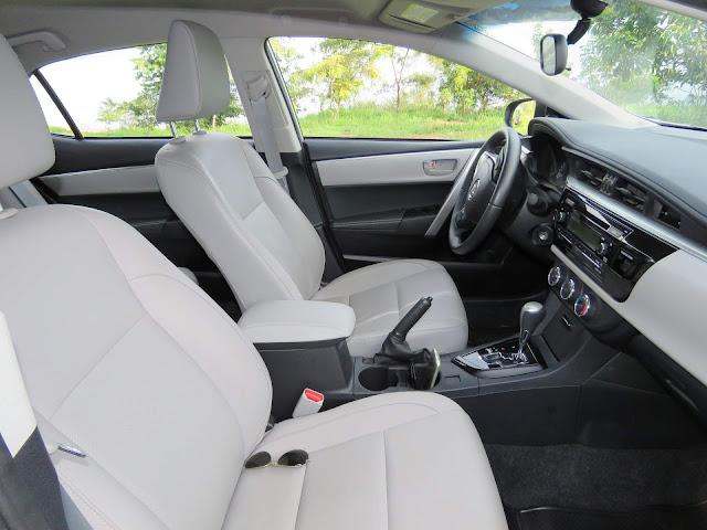 Toyota Corolla GLi 2017 - interior