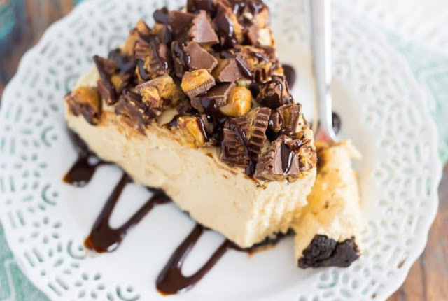 No Bake Reese's Peanut Butter Cheesecake #cake #desserts