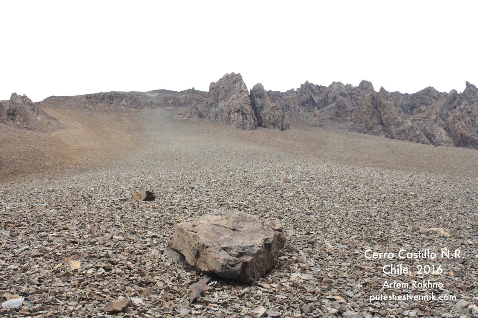Осыпь и один крупный камень