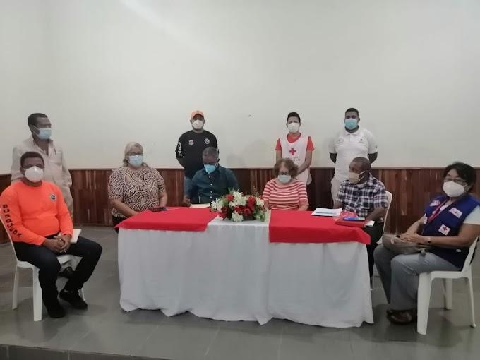 Gobernadora , anuncia jornadas de fumigación y distribución de agua en Barahona.