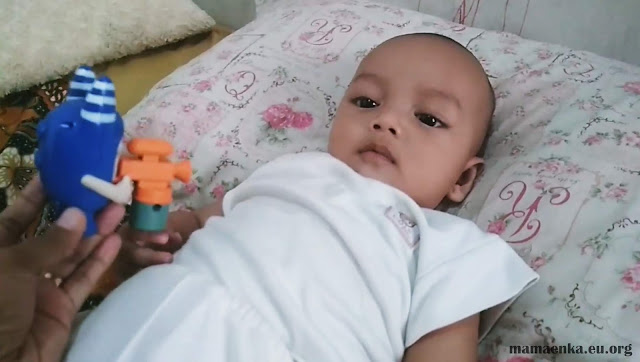 mainan bayi 5 bulan