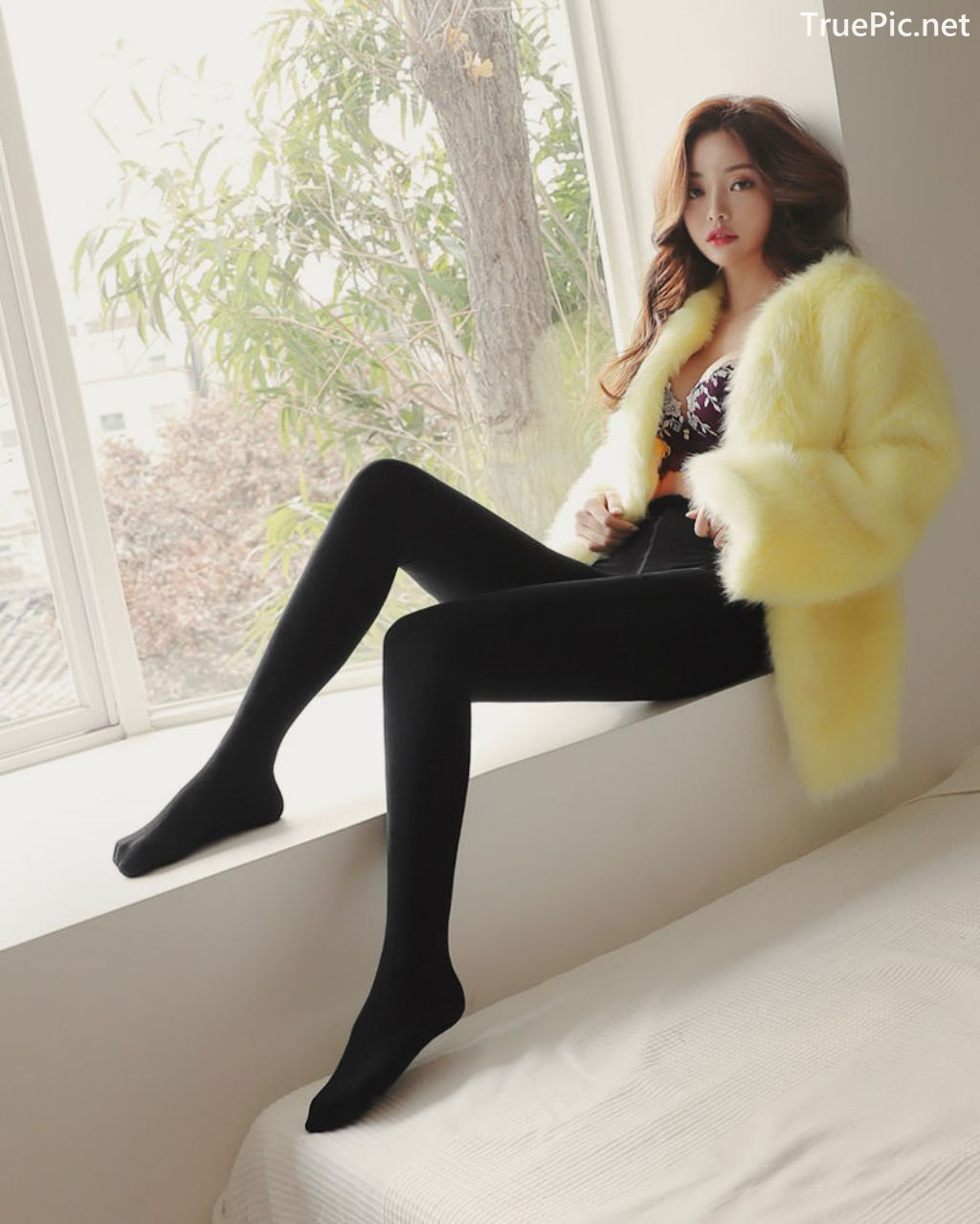 Image-Korean-Fashion-Model-Jin-Hee-Black-Tights-And-Winter-Sweater-Dress-TruePic.net- Picture-1