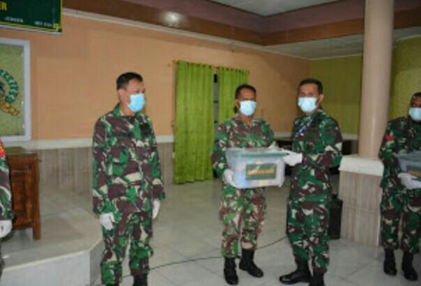 Komandan Kodim Berikan Arahan Kepada Babinsa Daerah Yang Rawan Bencana Serta Berikan Bingkisan Lebaran Dari Kasad