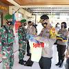 Operasi Yustisi, Kapolres Takalar AKBP Beny Murjayanto Bagi Rompi Kepada Personel