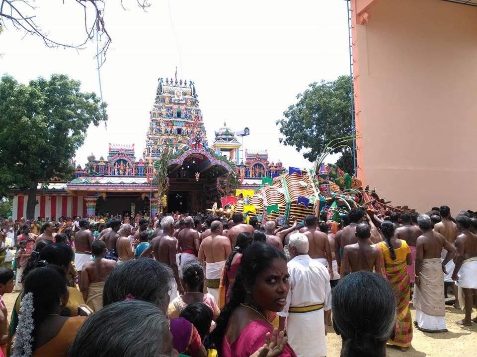 சரிந்து விழுந்தது காரைநகர் கருங்காலி முருகன் தேர்!!