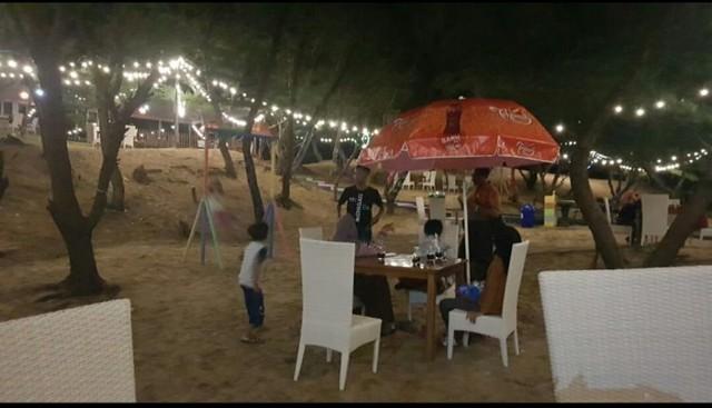 Slopeng Beach Resto;10 Top Kuliner Sumenep