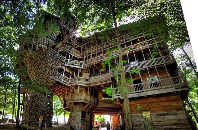 Ingin melihat bagaimana kota jogja dari atas, yuk kunjungi Rumah Pohon. Namanya memang unik, tapi kamu bisa dapatkan sesuatu yang istimewa dari tempat ini