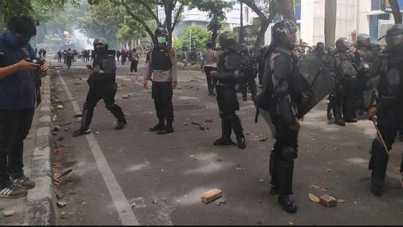 Demo Omnibus Law di Medan Panas, Aparat Dilempari Batu