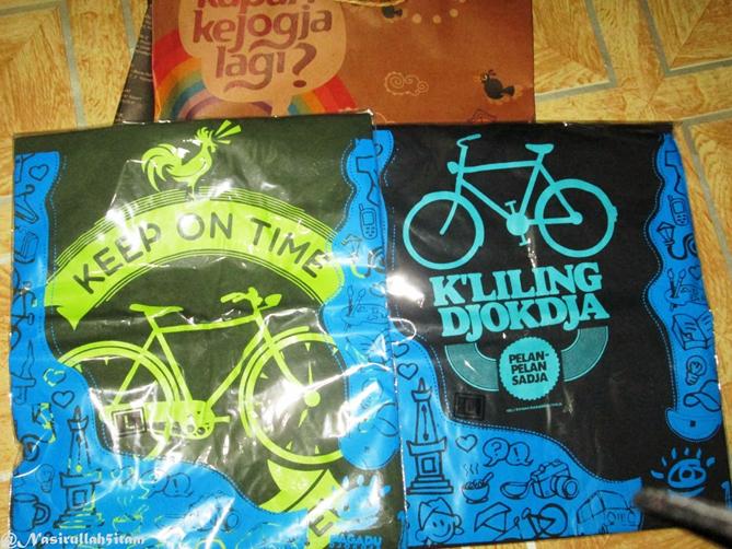 Kaos Dagadu bertemakan sepeda sudah dikoleksi