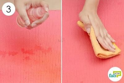 sử dụng tinh dầu đề khử mùi của thảm tâp yoga