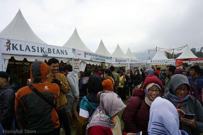 Antusias pengunjung stand di Java Coffee Festival 2019