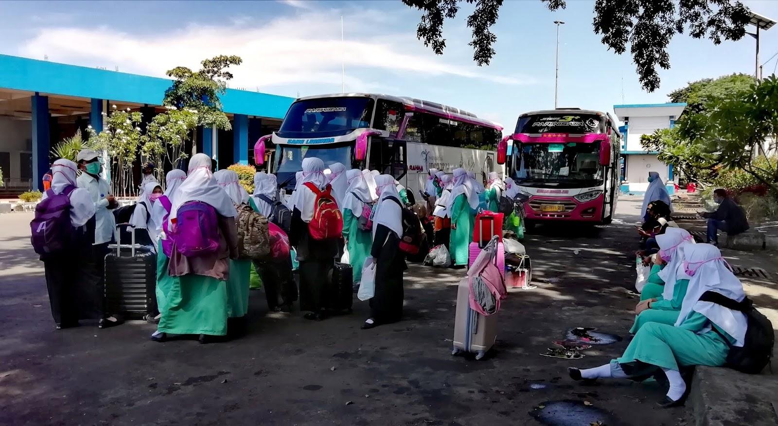 Nekat Mudik di Tengah Pandemi. Ratusan Santriwati Tertahan di Tirtonadi