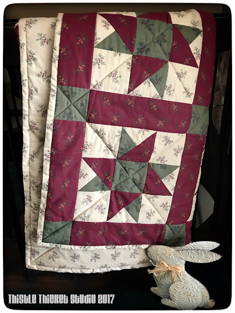 Christmas Star Quilt by Thistle Thicket Studio. www.thistlethicketstudio.com
