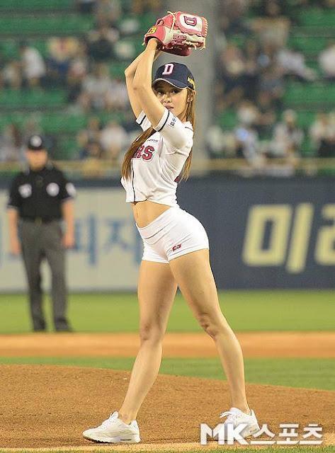El sensual saque de la coreana Choi Seol Hwa