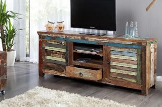 TV stolek z teakového dřeva.