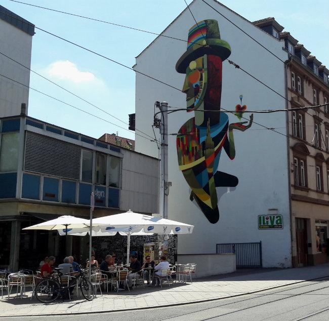 Street art in Heidelberg, Germany | Happy in Red