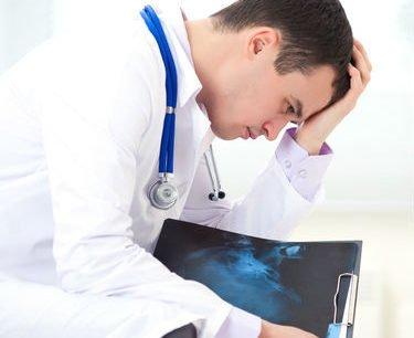 طبيب امراض مزمنة خطيرة
