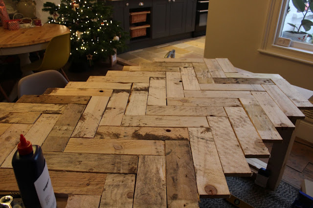 How to Create a Herringbone Tabletop with Pallets