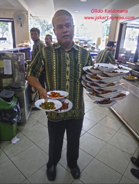 Camarero en Yakarta