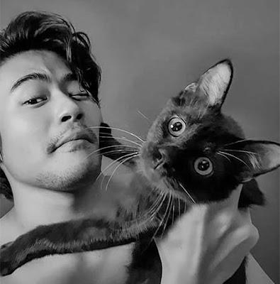 Mike Ethan dan Kucingnya