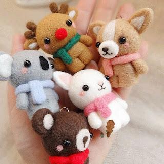needle felting kerajinan tangan menggunakan jarum khusus dan felt untuk membuat boneka