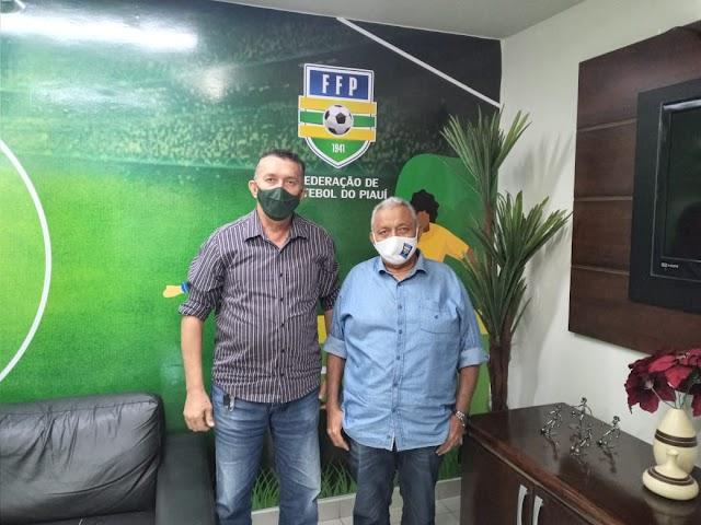 Manelão articula com presidente da FFP participação de time da AMPAR na segunda divisão do Piauiense