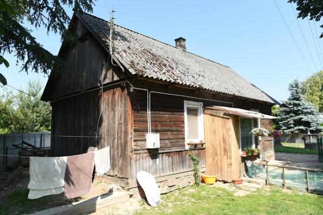 Многодетная мама жила с детьми в ветхом домике, но добрые люди помогли с ремонтом. Новый дом не узнать!