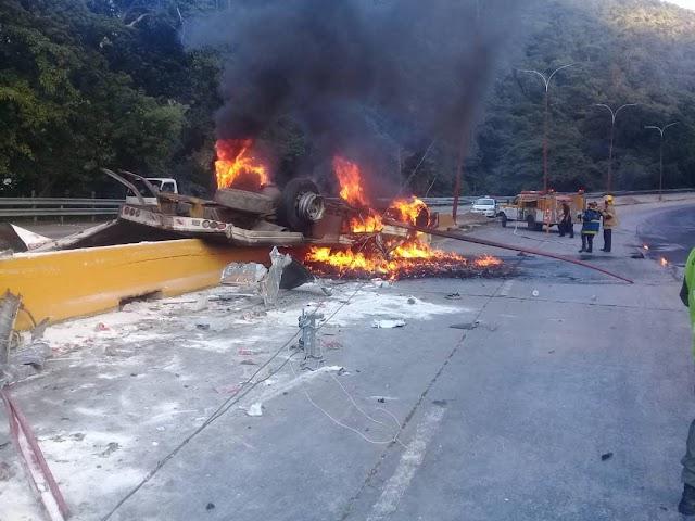 Reportan Siniestro vial en la autopista regional del centro sentido Puerto Cabello