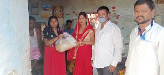 बिहार के समस्तीपुर में लॉक डाउन के 9 वे दिन गरीबो की भूख बढ़ने से ऊपर वाला ने दानवीर को भी भेज दिए।लेकिन सरकारी मदद सिर्फ कागजों पर।