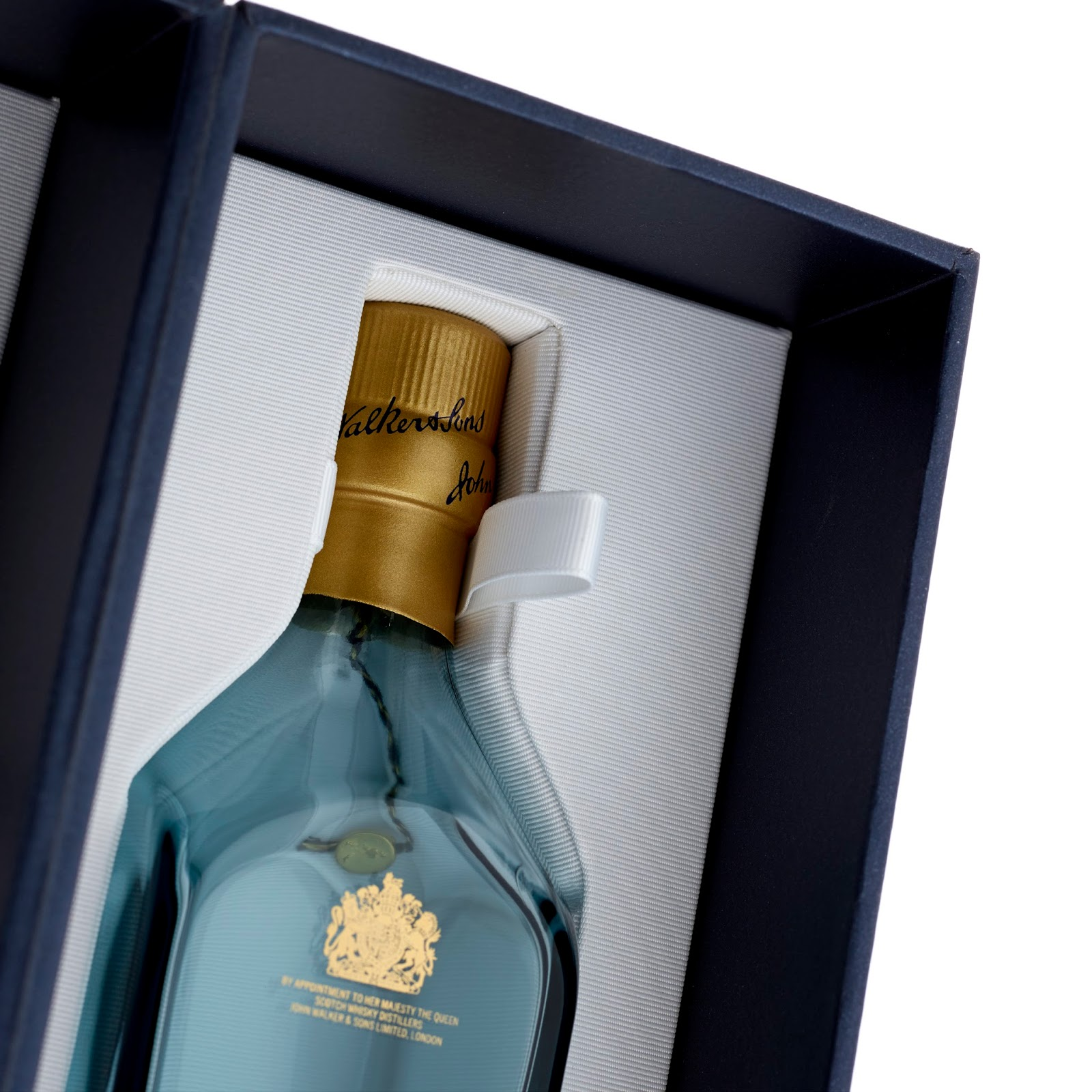 Johnnie Walker Blue Label Gift Set on Packaging of the World - Creative Package Design Gallery