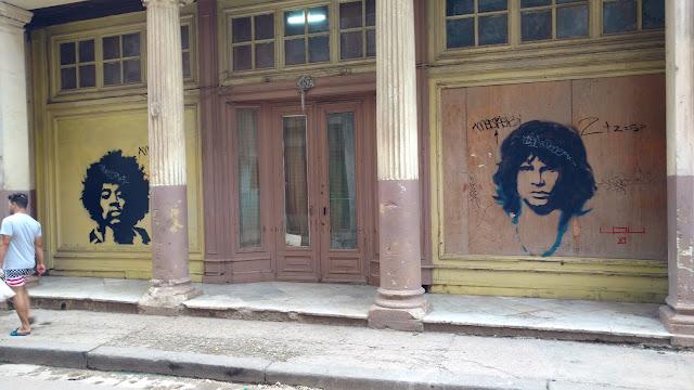 Em algumas casas é possível encontrar gravuras como estas - Habana Vieja - Cuba