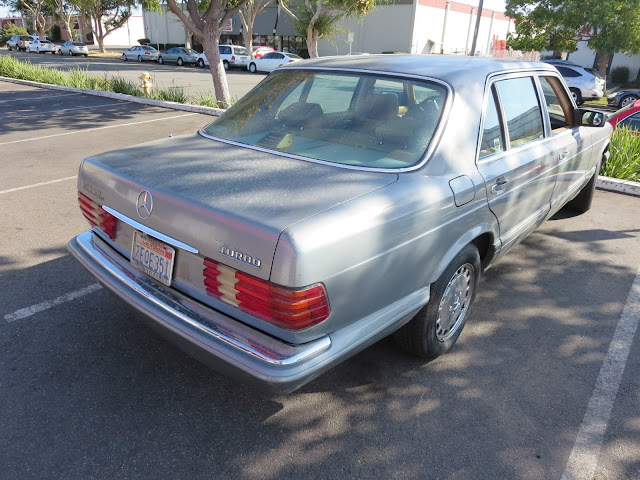 Faded paint makes this Mercedes look less impressive than it should.