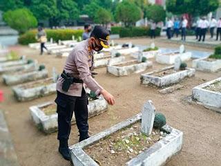 Dalam Rangka Menyambut HUT Bhayangkara Ke- 74, Kapolres Labuhanbatu  Ziarah dan Tabur Bunga di Taman Makam Pahlawan