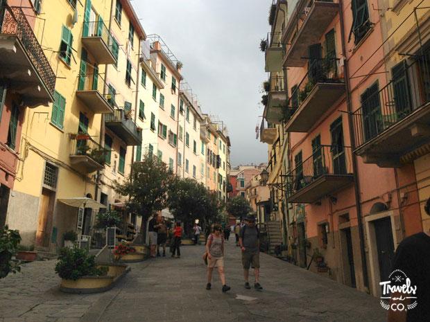 Cinque Terre en un dia que visitar calles Riomaggiore