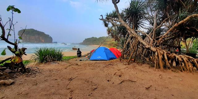 Pantai Jungwok, Destinasi Hidden Sea di Jogja yang mirip Tanah Lot