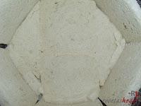 Cubriendo la base con pan de molde
