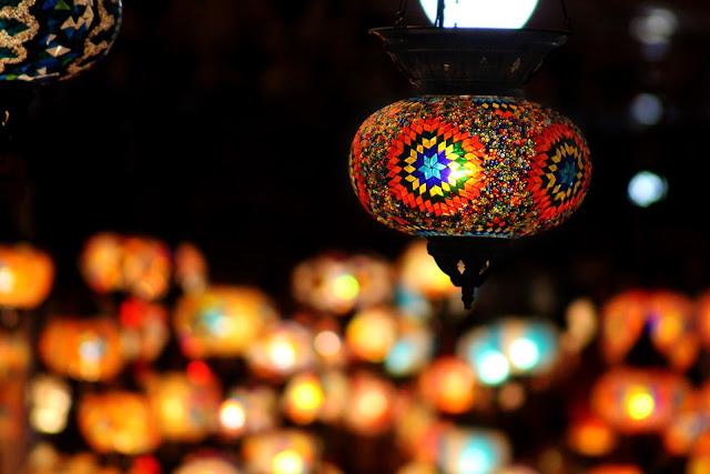 تصاميم فوانيس جميلة ملونة لشهر رمضان