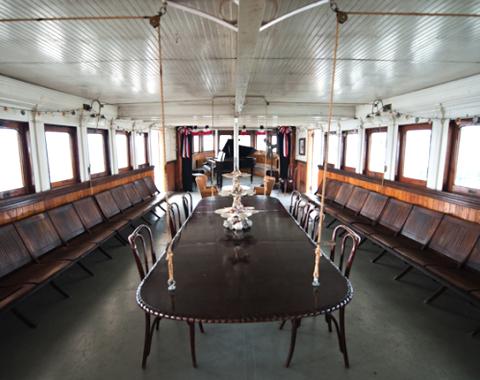 houseboat home