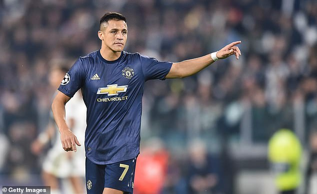 a79f48296cf Arsene Wenger has explained why he believes Alexis Sanchez is struggling at  Manchester United
