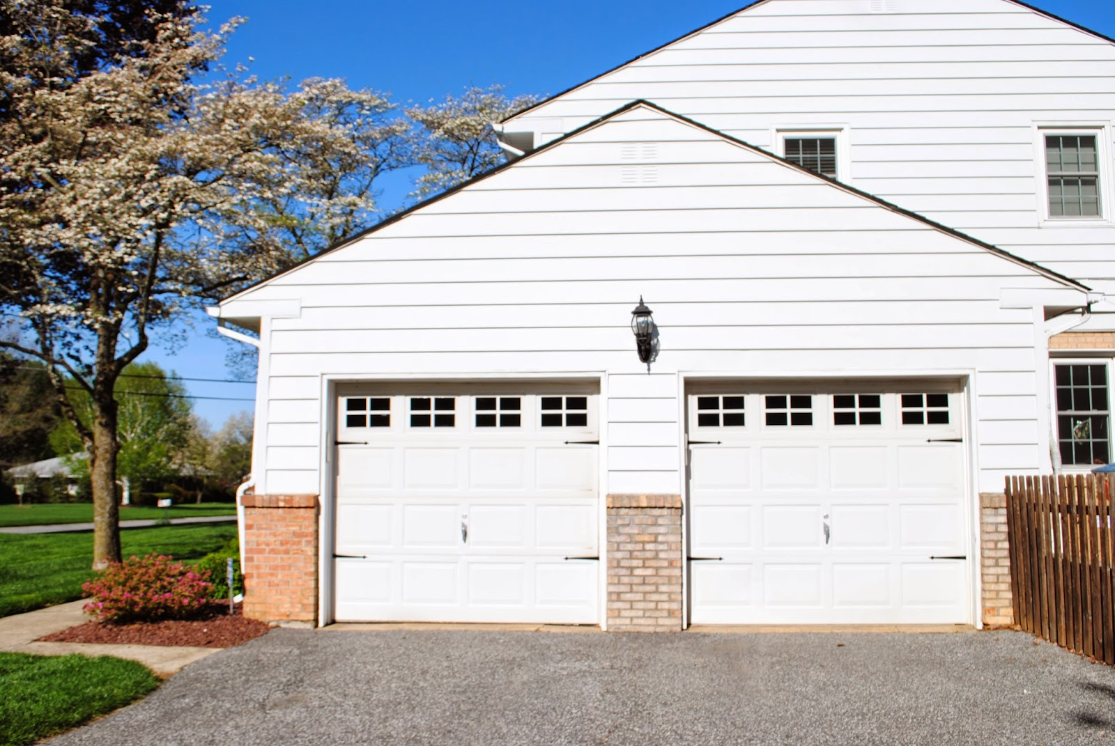 Vinyl, faux, carriage garage doors, DIY, do it yourself, free, Silhouette Studio, cut file