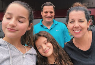 Jules LeBlanc with her mom-dad & sister
