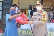 Polda NTB Distribusikan Ribuan Paket Sembako pada Masyarakat Terdampak Covid-19