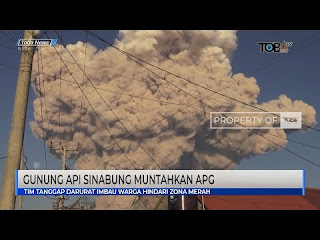 Gunung Api Sinabung di Kabupaten Karo Sumatera Utara mengeluarkan awan panas guguran