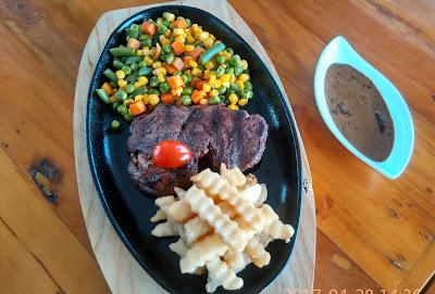 Pavilion Resto & Cafe Menu : Tenderloin Steak dengan Saus Istimewa